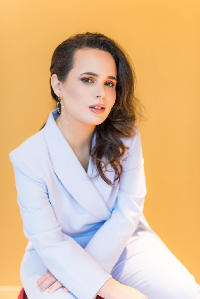 Portret Simone Levie